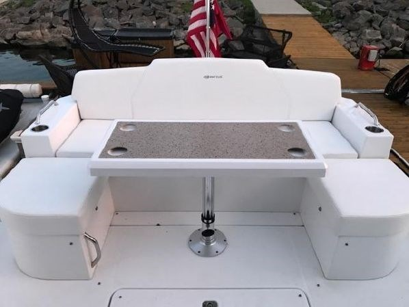 2014 Cruisers Yachts 48 Cantius Photo 7 of 22