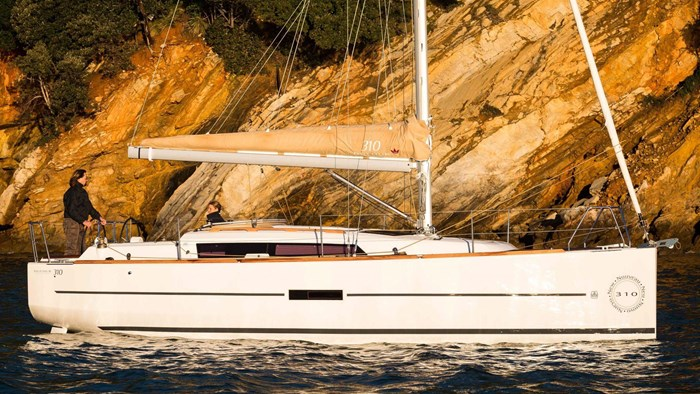 2020 Dufour Yachts Grand Large 310 Photo 4 of 16