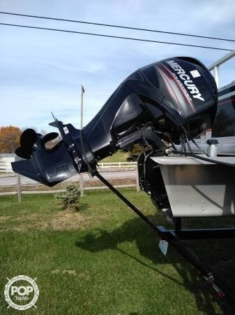 2015 Sun Tracker Fishin Barge 20 DLX Signature Photo 2 of 21