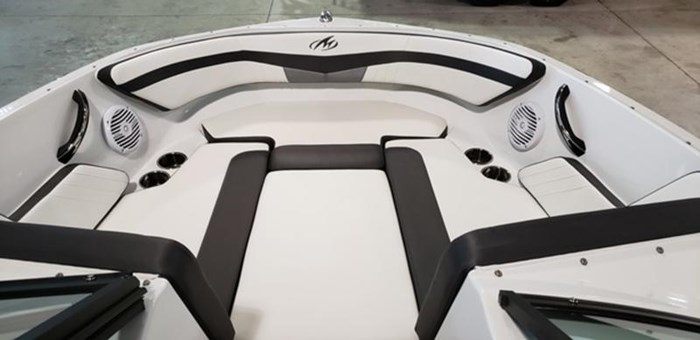 2019 Monterey M205 Outboard Photo 15 of 19