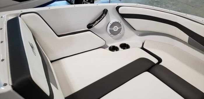2019 Monterey M205 Outboard Photo 16 of 19