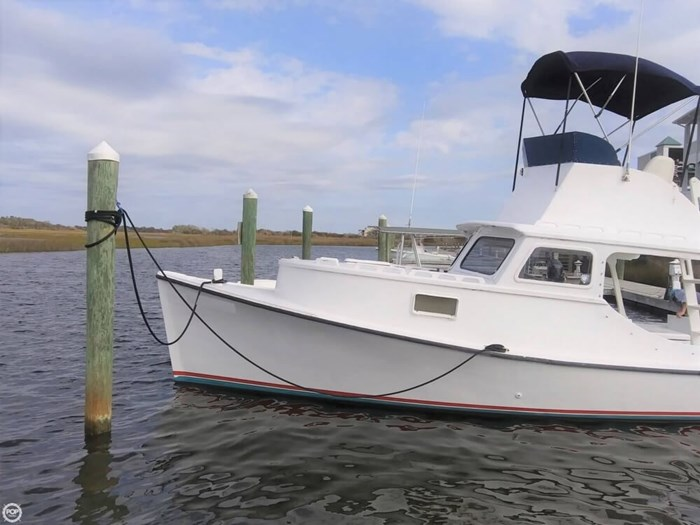 1988 Harkers Island 32 Cruiser Core Sounder Photo 17 of 20