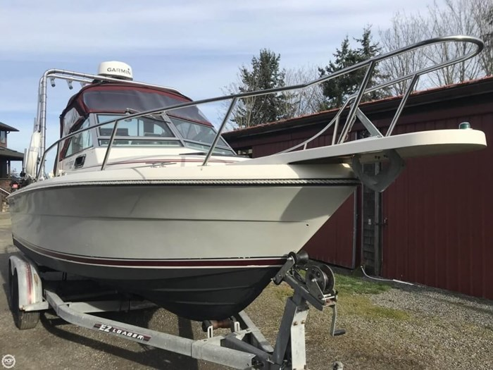1985 Pursuit 2200 Tiara Photo 3 sur 20