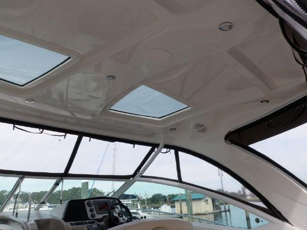 2011 Cruisers Yachts 360/380 Express Photo 7 of 18