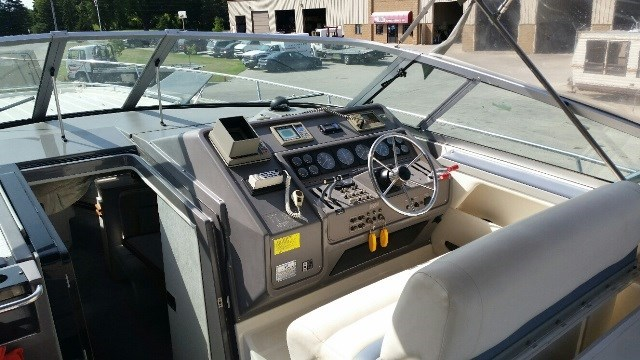 1991 Cruisers Yachts 3675 ESPRIT Photo 4 of 24