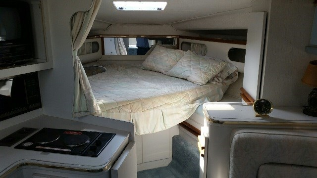 1991 Cruisers Yachts 3675 ESPRIT Photo 7 of 24