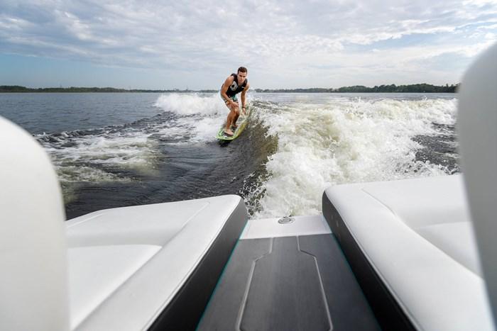 2021 Regal LS4 Surf Photo 8 sur 26
