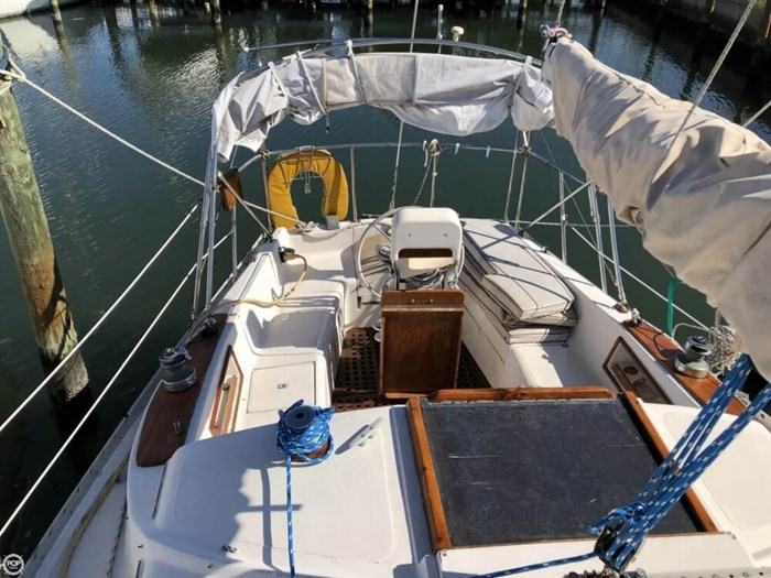 1979 Irwin Yachts 34 Citation Photo 5 sur 20