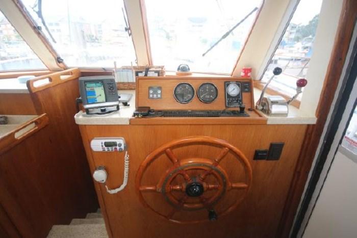 1999 Mainship 390 Photo 8 of 26