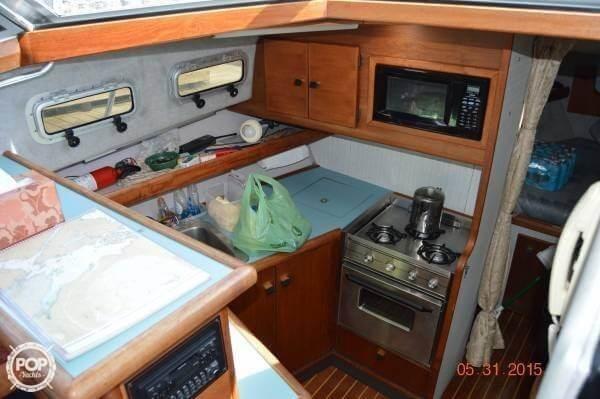 1988 Bayliner 3218 Aft Cabin Photo 2 of 2