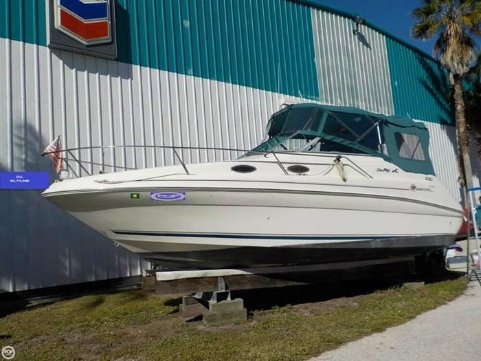 1998 Sea Ray 240 Sundancer Photo 10 of 20