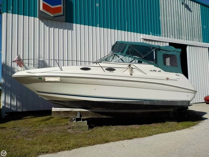 1998 Sea Ray 240 Sundancer Photo 11 of 20