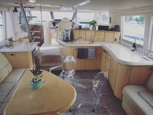 2001 Sea Ray 540 Cockpit Motor Yacht ***SALE PENDING*** Photo 6 of 8