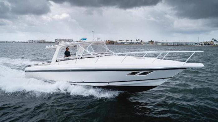 2009 Intrepid 390 Sport Yacht Photo 1 sur 36