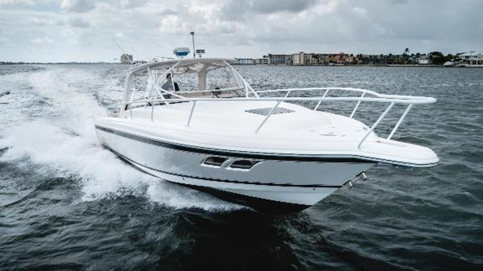 2009 Intrepid 390 Sport Yacht Photo 2 sur 36