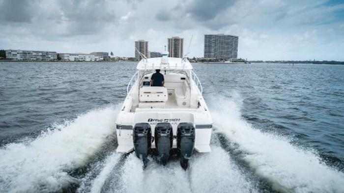 2009 Intrepid 390 Sport Yacht Photo 5 sur 36