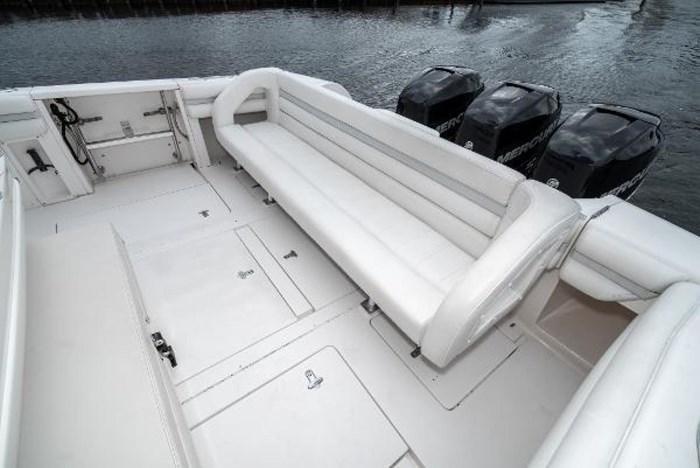 2009 Intrepid 390 Sport Yacht Photo 7 sur 36
