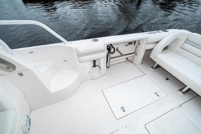 2009 Intrepid 390 Sport Yacht Photo 10 sur 36