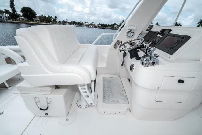 2009 Intrepid 390 Sport Yacht Photo 15 sur 36