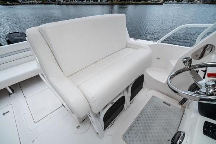 2009 Intrepid 390 Sport Yacht Photo 16 sur 36