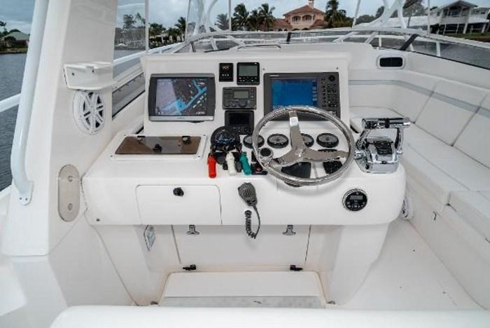 2009 Intrepid 390 Sport Yacht Photo 17 sur 36