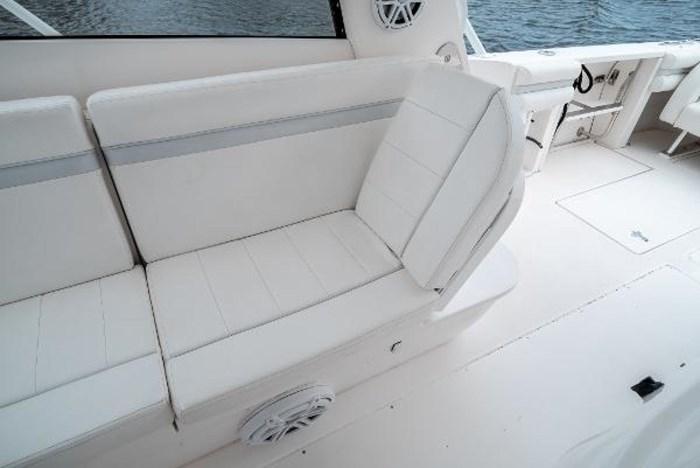 2009 Intrepid 390 Sport Yacht Photo 18 sur 36