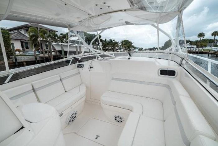 2009 Intrepid 390 Sport Yacht Photo 19 sur 36