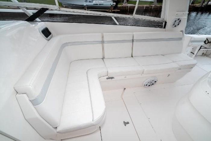 2009 Intrepid 390 Sport Yacht Photo 20 sur 36