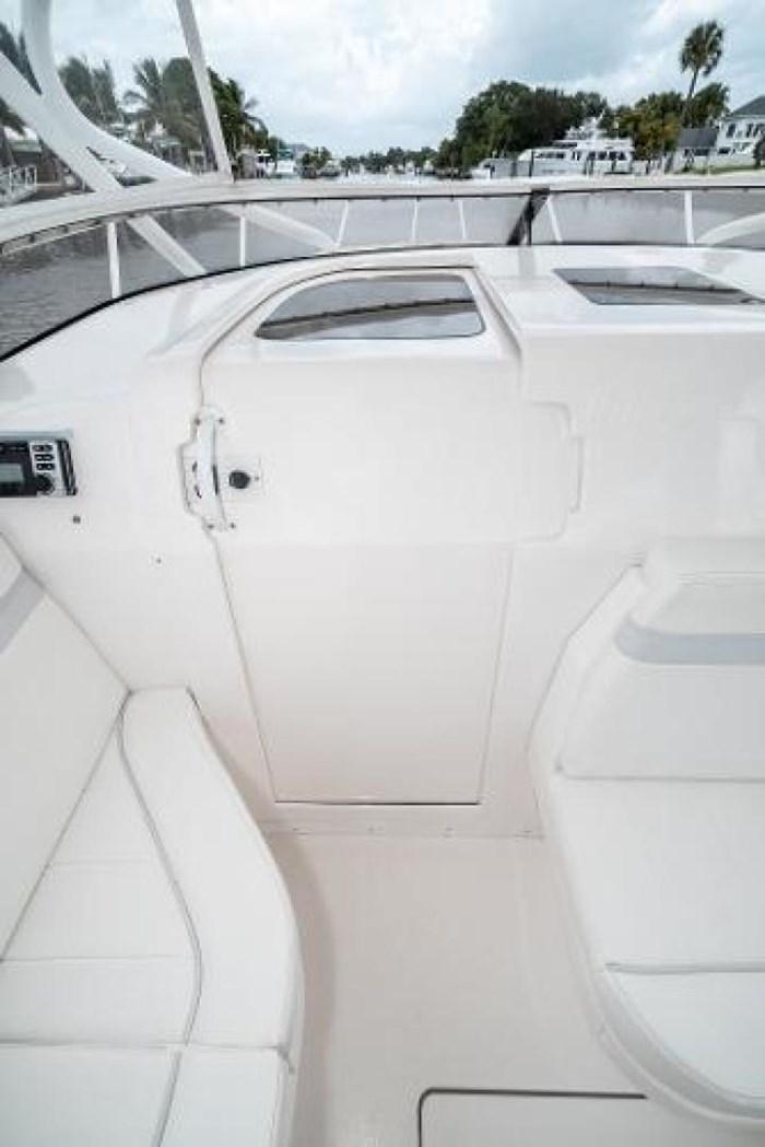 2009 Intrepid 390 Sport Yacht Photo 22 sur 36