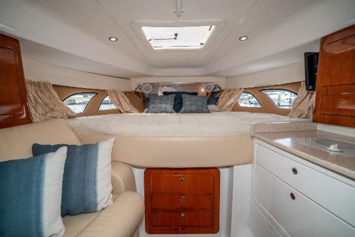 2009 Intrepid 390 Sport Yacht Photo 26 sur 36