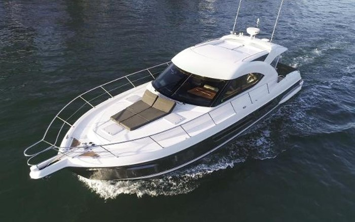 2013 Riviera 5000 Sport Yacht Photo 4 of 63