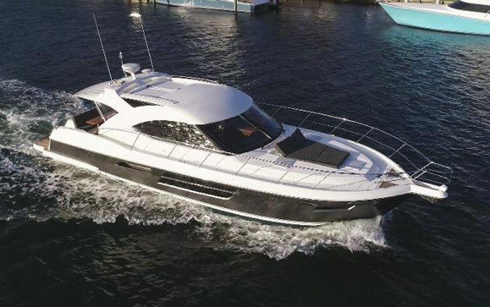 2013 Riviera 5000 Sport Yacht Photo 8 of 63