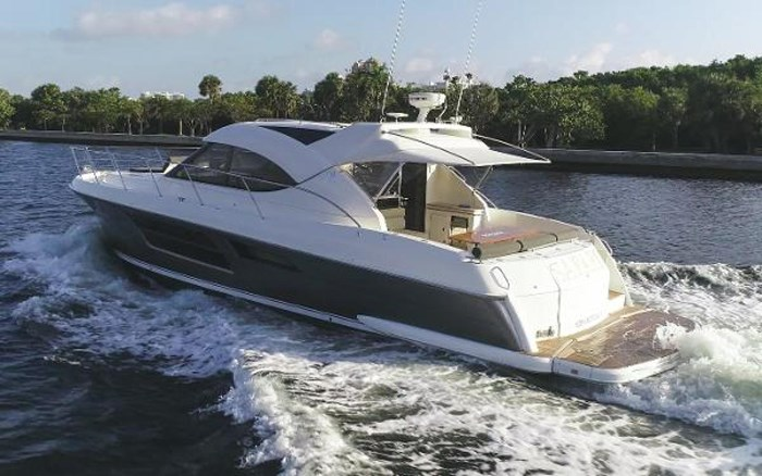 2013 Riviera 5000 Sport Yacht Photo 13 of 63