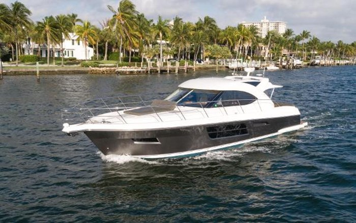 2013 Riviera 5000 Sport Yacht Photo 14 of 63