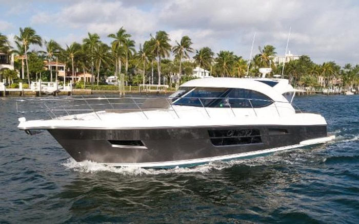 2013 Riviera 5000 Sport Yacht Photo 15 of 63