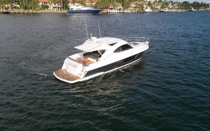 2013 Riviera 5000 Sport Yacht Photo 16 of 63