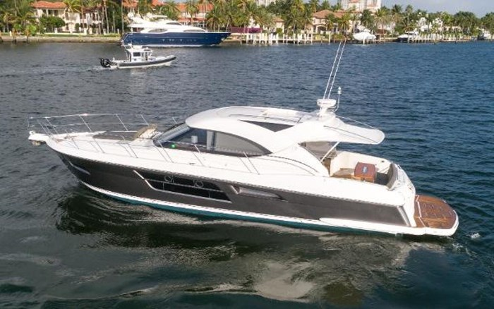 2013 Riviera 5000 Sport Yacht Photo 17 of 63