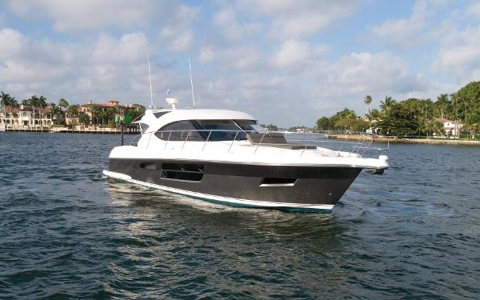 2013 Riviera 5000 Sport Yacht Photo 18 of 63