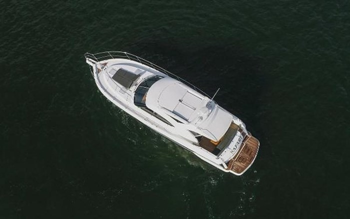 2013 Riviera 5000 Sport Yacht Photo 21 of 63