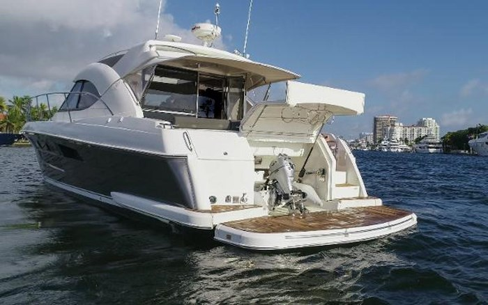 2013 Riviera 5000 Sport Yacht Photo 22 of 63