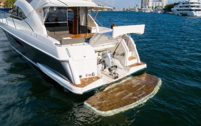 2013 Riviera 5000 Sport Yacht Photo 23 of 63