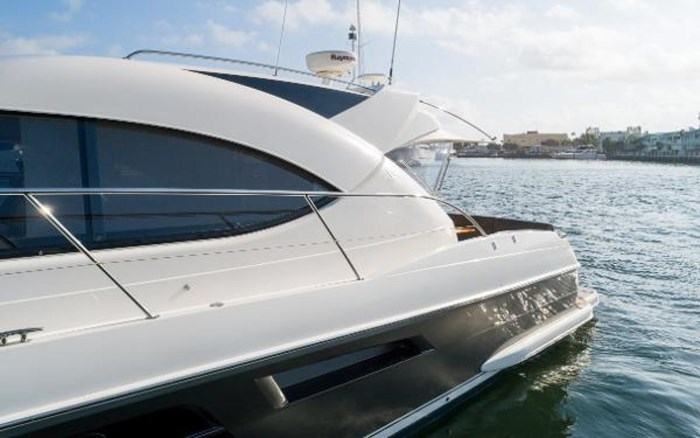 2013 Riviera 5000 Sport Yacht Photo 25 of 63