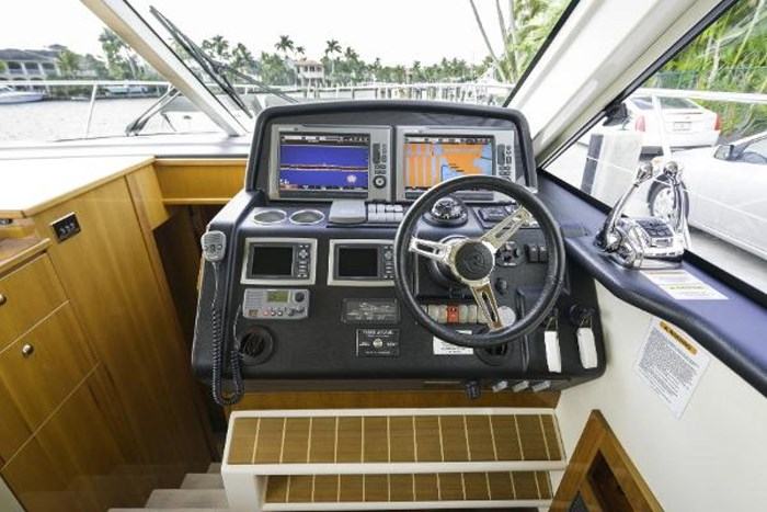 2013 Riviera 5000 Sport Yacht Photo 44 of 63