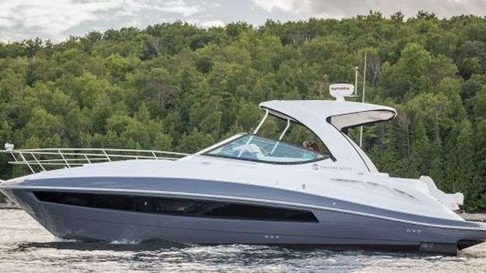 2018 CRUISERS YACHTS 35 Express Photo 4 sur 5