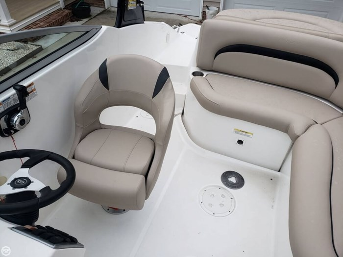 2014 Hurricane 2200 SunDeck Photo 19 of 20