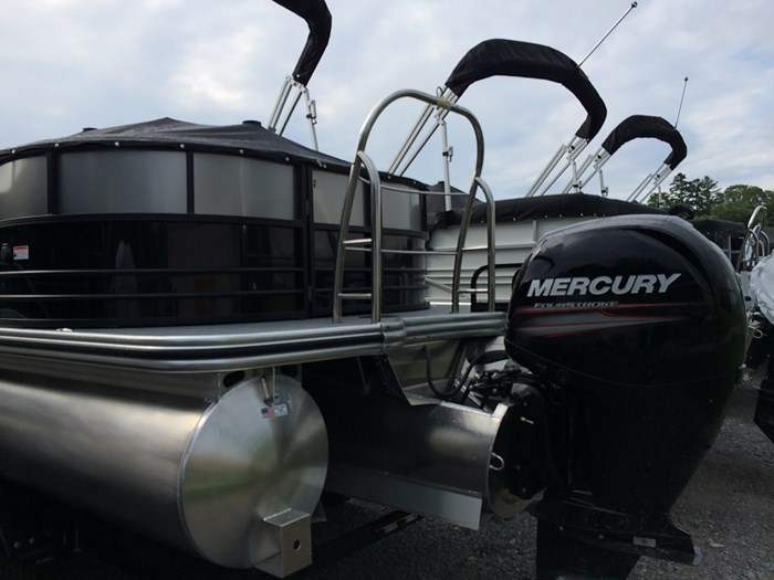 2019 Lowe Lowe 23 Retreat  Mercury 150HP Trailer Tri-Toon Photo 7 of 24