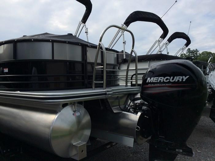 2019 Lowe Lowe 23 Retreat  Mercury 175HP Tri-Toon No Trailer Photo 7 of 24