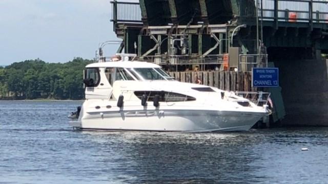2005 Sea Ray 390 motor yachts Photo 1 sur 14