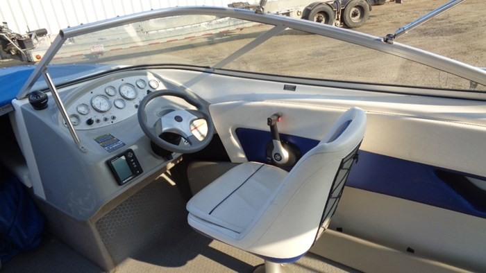 2008 Bayliner 215 Discovery Photo 9 of 12