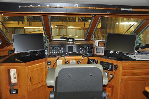 1985 Tollycraft 61 Pilothouse Motor Yacht Photo 12 sur 34